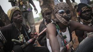 Des membres des milices anti-Balaka, à Bambari, en juillet 2014.