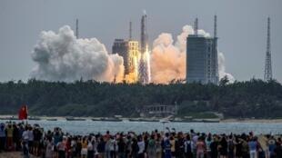 El 29 de abril, China lanzó el primer módulo de su futura estación espacial, Tianhe, con el cohete Larga Marcha 5B