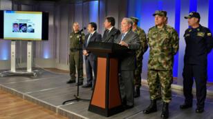 El Ministro de Defensa de Colombia , Guillermo Botero, durante una conferencia de prensa sobre la investigación del atentado carro bomba dentro de la Escuela de Policía General Santader.  18 de enero de 2019.