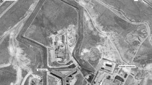 صورة بالأقمار الصناعية لسجن صيدنايا في سوريا تعود إلى 18 نيسان/أبريل 2017 موزعة من وزارة الخارجية الأمريكية