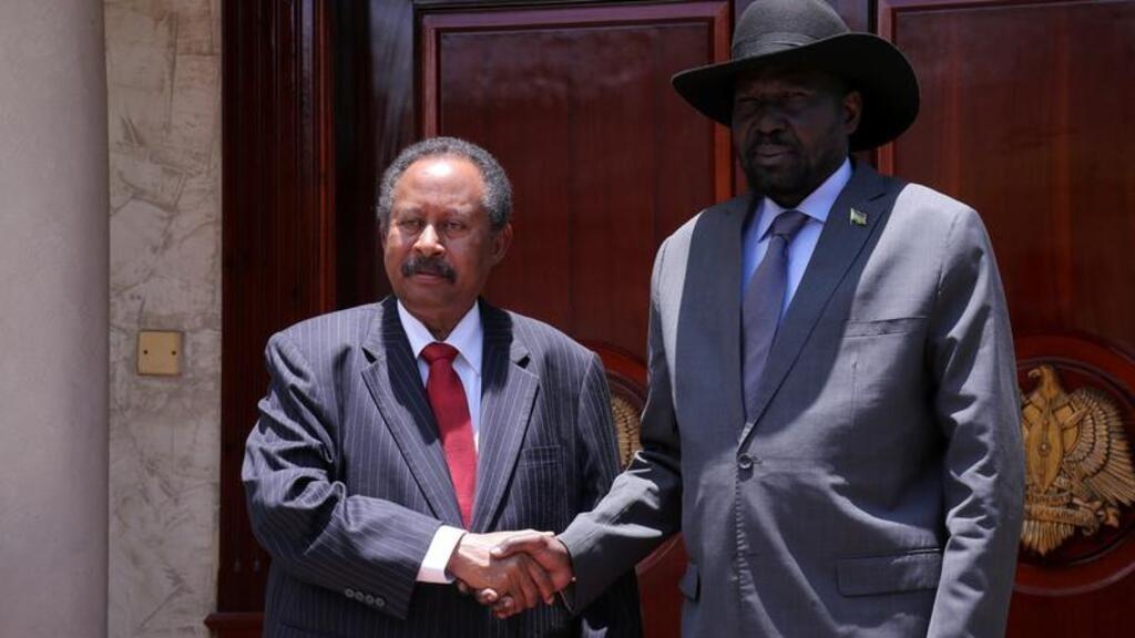رئيس وزراء السودان يصل جنوب السودان في أول زيارة رسمية يقوم بها خارج البلاد