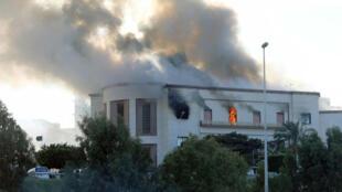 El Ministerio de Relaciones Exteriores de Libia en llamas tras un ataque suicida. Trípoli. 25 de diciembre de 2018.