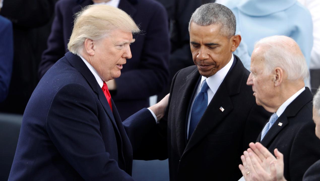 Imagen de archivo que muestra un encuentro entre el expresidente de Estados Unidos, Barack Obama, y su sucesor en el cargo y actual presidente, Donald Trump.