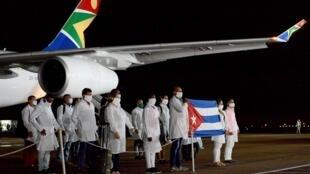El equipo médico cubano llega a Pretoria el 27 de abril de 2020