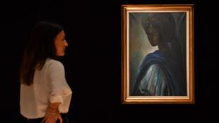"""Le portrait de la princesse """"Tutu"""", peint en 1974 par le Nigérian Ben Enwonwu, est vendu aux enchères à Londres, le 28 février 2018."""