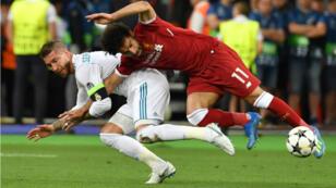 Mohamed Salah s'est blessé à l'épaule durant la finale de la Ligue des champions à Kiev, le 26 mai 2018.