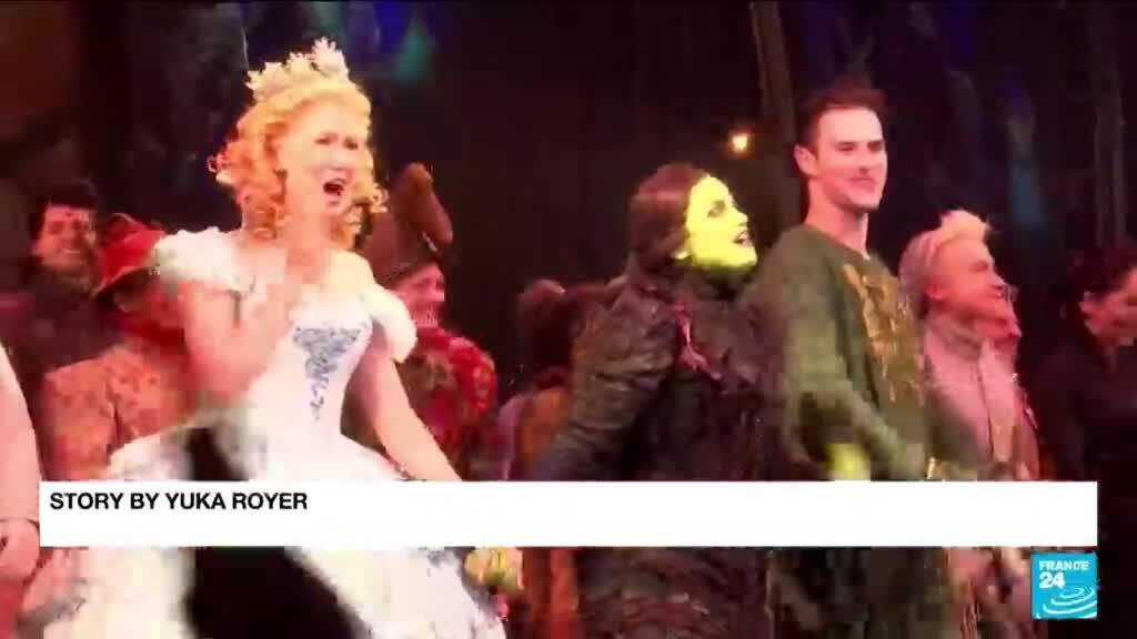 2021-09-15 13:17 Broadway raises curtain again on big musicals, casts serenade the city