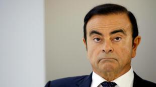 Carlos Ghosn, presidente de la Alianza Renault-Nissan-Mitsubishi, asiste a una conferencia de prensa en el segundo día de prensa del Auto Show en París.