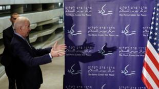 Le vice-président américain Joe Biden à son arrivée à Tel Aviv, le 8 mars.