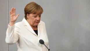 """La canciller alemana afronta su cuarto período bajo el manto de la """"gran coalisión"""" y el crecimiento de la ultradercha en el parlamento"""