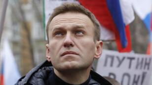 El líder de la oposición en Rusia, Alexéi Navalny, asiste a un mitin en memoria del político Boris Nemtsov, quien fue asesinado en 2015.
