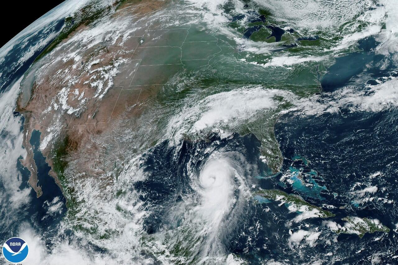 El huracán Laura visto desde un satélite.