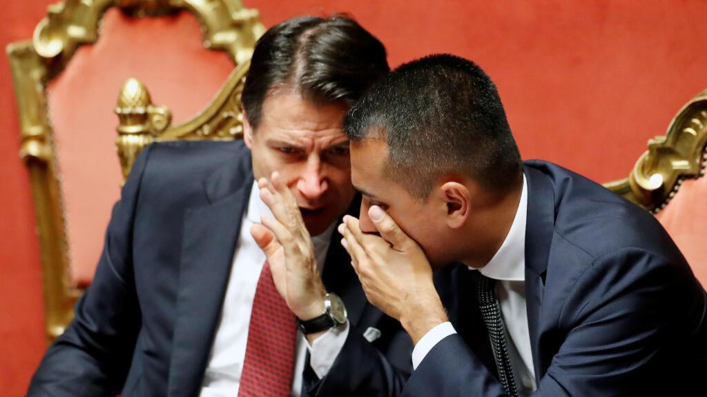 Giuseppe Conte no tiene afiliación política pero es considerado cercano al Movimiento Cinco Estrellas, encabezado por Luigi Di Maio (a la derecha).