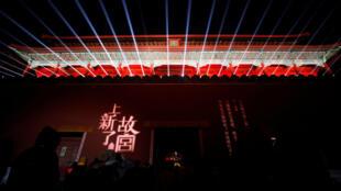 La Ciudad Prohibida iluminada para las celebraciones del Festival de los Faroles que pone fin a las festividades del Año Nuevo Chino.