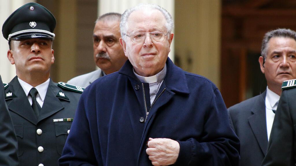 A través de un comunicado, el papa Francisco confirmó la expulsión de la Iglesia del padre Fernando Karadima (en la foto). En 2011 había sido condenado por la justicia canónica a una vida de reclusión y penitencia.