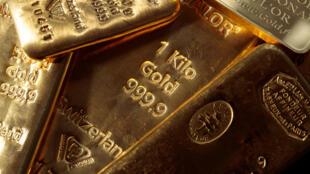 Le cours de l'or a franchi mardi en Asie un nouveau record historique à 1.981,27 dollars l'once