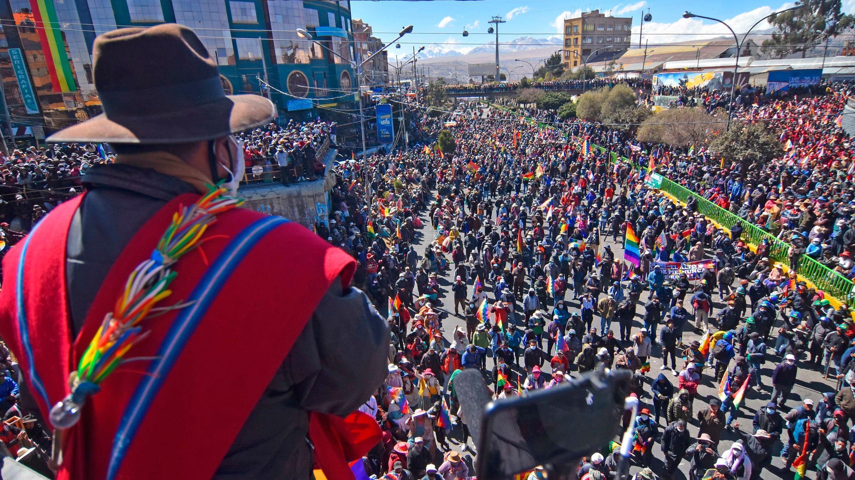 Manifestantes participan en una protesta que reclama la renuncia de la presidenta interina del país, Jeanine Áñez, este viernes en El Alto (Bolivia). El 14 de agosto de 2020.