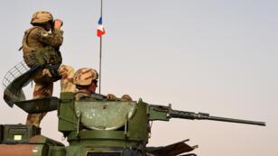 Des soldats français en patrouille dans la région de Tombouctou, au Mali, le 5 juin 2015.