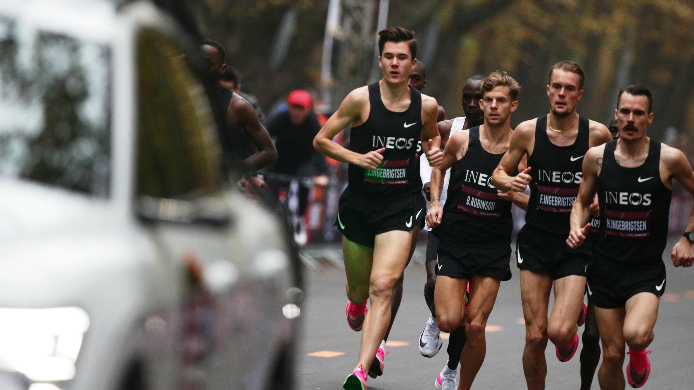 Eliud Kipchoge, poseedor del récord mundial de maratón, corre durante su intento de correr un maratón en menos de dos horas en Viena, Austria, el 12 de octubre de 2019.