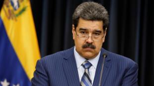El presidente de Venezuela, Nicolás Maduro, se detiene mientras habla durante una conferencia de prensa en el Palacio de Miraflores en Caracas, Venezuela, el 12 de diciembre de 2018.