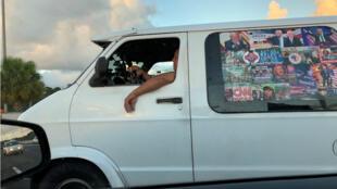 Le van de Cesar Sayoc a été retrouvé couvert d'images pro-Trump.