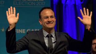Leo Varadkar célébrant sa victoire vendredi 2 juin, à Dublin.