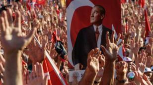 مظاهرات كبيرة في ساحة تقسيم بإسطنبول