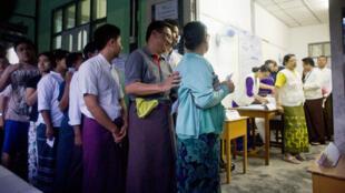 بدء التصويت في ميانمار 8 تشرين الأول / نوفمبر 2015