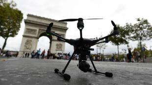Le premier Drone festival s'est déroulé sur l'avenue des Champs-Élysées à Paris, dimanche 4 septembre.