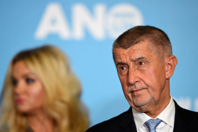 Vyšetřování Bandura Papers podkopalo českého premiéra Andreje Babiše (R) v závěrečné fázi předvolební kampaně