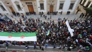 مظاهرات في العاصمة الجزائرية، 24 كانون الثاني/يناير 2020.