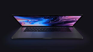 """Quatre nouveaux MacBook Pro, deux de 13 pouces et deux de 15 pouces, sont dotés de ce nouveau clavier """"papillon""""."""