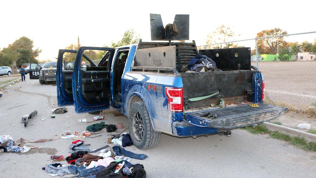 Un vehículo equipado con blindaje y un arma automática de grueso calibre se observa este sábado 30 de noviembre de 2019 en Villa Unión, en el estado de Coahuila, México, tras el enfrentamiento entre fuerzas de seguridad y un grupo armado en la población.