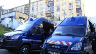 Des camions de la gendarmie dans le quartier des Jardins de l'Empereur à Ajaccio, le 28 décembre.