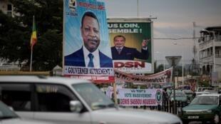 Affiches de campagne électorale au Congo-Brazzaville, le 20 mars 2016.
