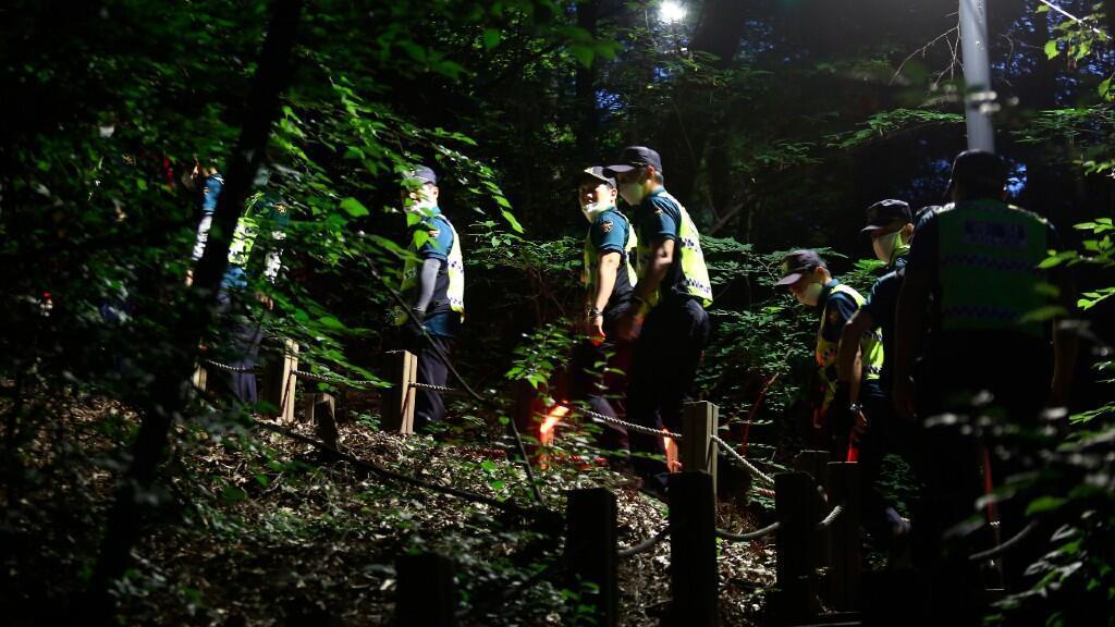 La policía surcoreana buscó al alcalde de Seúl Park Won-soon en las afueras de la capital antes de hallarlo muerto este 9 de julio de 2020.