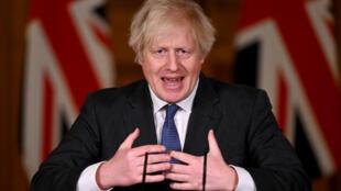 رئيس الوزراء البريطاني بوريس جونسون في داونينغ ستريت بتاريخ 22 كانون الثاني/يناير 2021