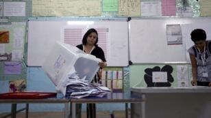 بدء عملية فرز الأصوات بعد إغلاق صناديق الاقتراع في الانتخابات التونسية. 15 سبتمبر/أيلول 2019.