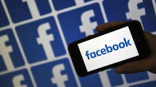 Des survivants de l'Holocauste demandent à Mark Zuckerberg, fondateur et PDG de Facebook, de retirer du réseau social les contenus négationnistes