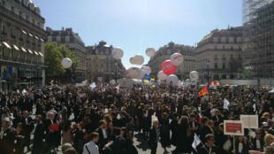 La manifestation contre la réforme des retraites voulue par le gouvernement a rassemblé des milliers de professionnels libéraux à Paris, le 16 septembre 2019.