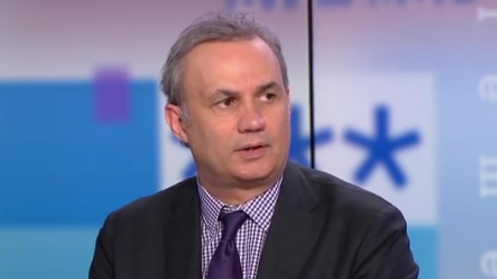 Bruno Roger-Petit, est un ancien journaliste à France Télévisions, collaborateur des sites de l'Obs puis de Challenges.