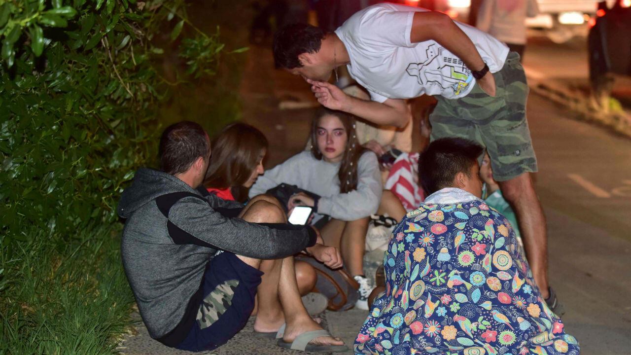 Decenas de ciudadanos salieron a las calles de Coquimbo, Chile, tras el registro del sismo del 19 de enero de 2019.