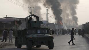 عناصر من الأمن الأفغاني في موقع التفجير الانتحاري بكابول- 3 سبتمبر/أيلول 2019.