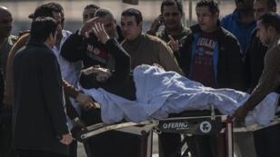 L'ancien président égyptien est transféré vers un hôpital militaire après la fin de son procès.