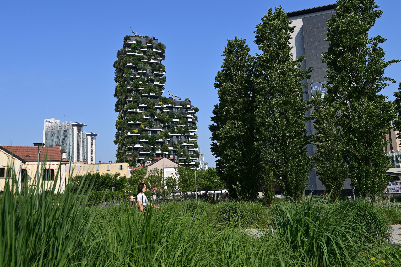 """Le complexe architectural baptisé """"Forêt verticale"""", conçu par le Studio Boeri dans le quartier moderne de Porta Nuova à Milan, le 2 juin 2021."""