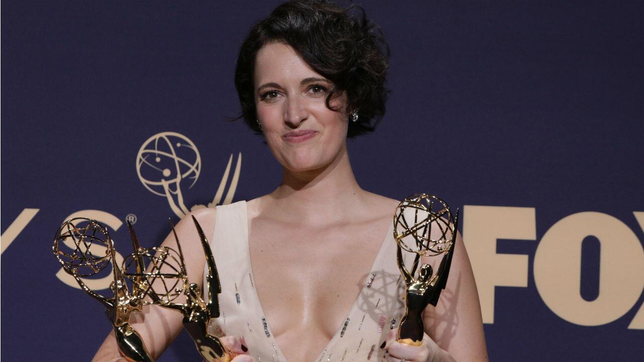 La actriz y guionista británica Phoebe Waller-Bridge, de la serie 'Fleabag', creada y escrita por ella, acumuló cuatro premios en las categorías mejor serie de comedia, mejor guión de serie de comedia, mejor actriz de comedia y el de mejor dirección de una serie de comedia.