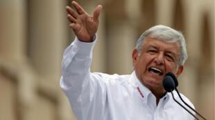 Andrés Manuel López Obrador del partido Morena durante un discurso en su campaña política en Nuevo Laredo, México. 5 de abril de 2018.