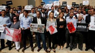 Un grupo de periodistas protesta en La Valeta por el crimen de una reportera. 19/ 10/ 2017