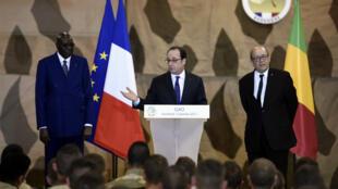 Avant de rejoindre le sommet, François Hollande s'est adressé aux troupes françaises déployées au Mali.