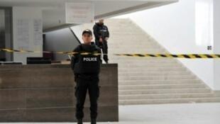 الشرطة في متحف باردو في تونس 19 آذار/ مارس 2015 بعد الهجوم